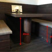 テーブルの高さは65cm、椅子の高さは45cmです。