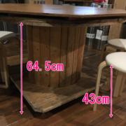 机高さ:64.5cm、椅子高さ:43cm。