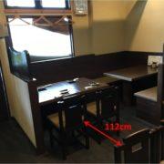 テーブル間幅は112cmあります。