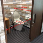 トイレ入口幅は91cm、奥行きは130cmです